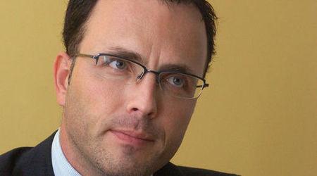 Шефът на КФН притежава кредитни карти с огромни лимити