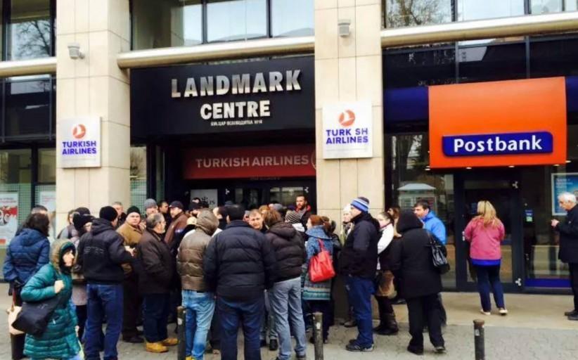 Пощенска банка цедирала кредити във франкове на свързана фирма. Крие ли нещо от БНБ?