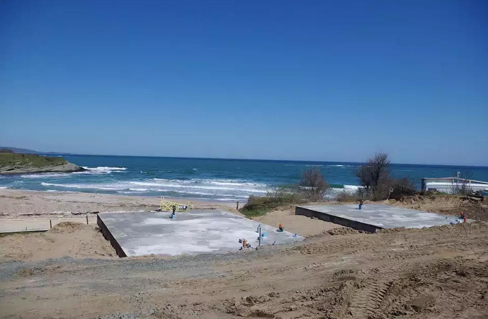 На къмпинг Юг бетонират дюните. Снимка: Да запазим Корал