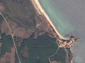 Приблизителни граници на терените очертани с червено в Google Earth