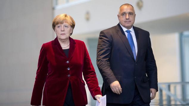 Борисов пусна руските самолети и отвори България за бежанци