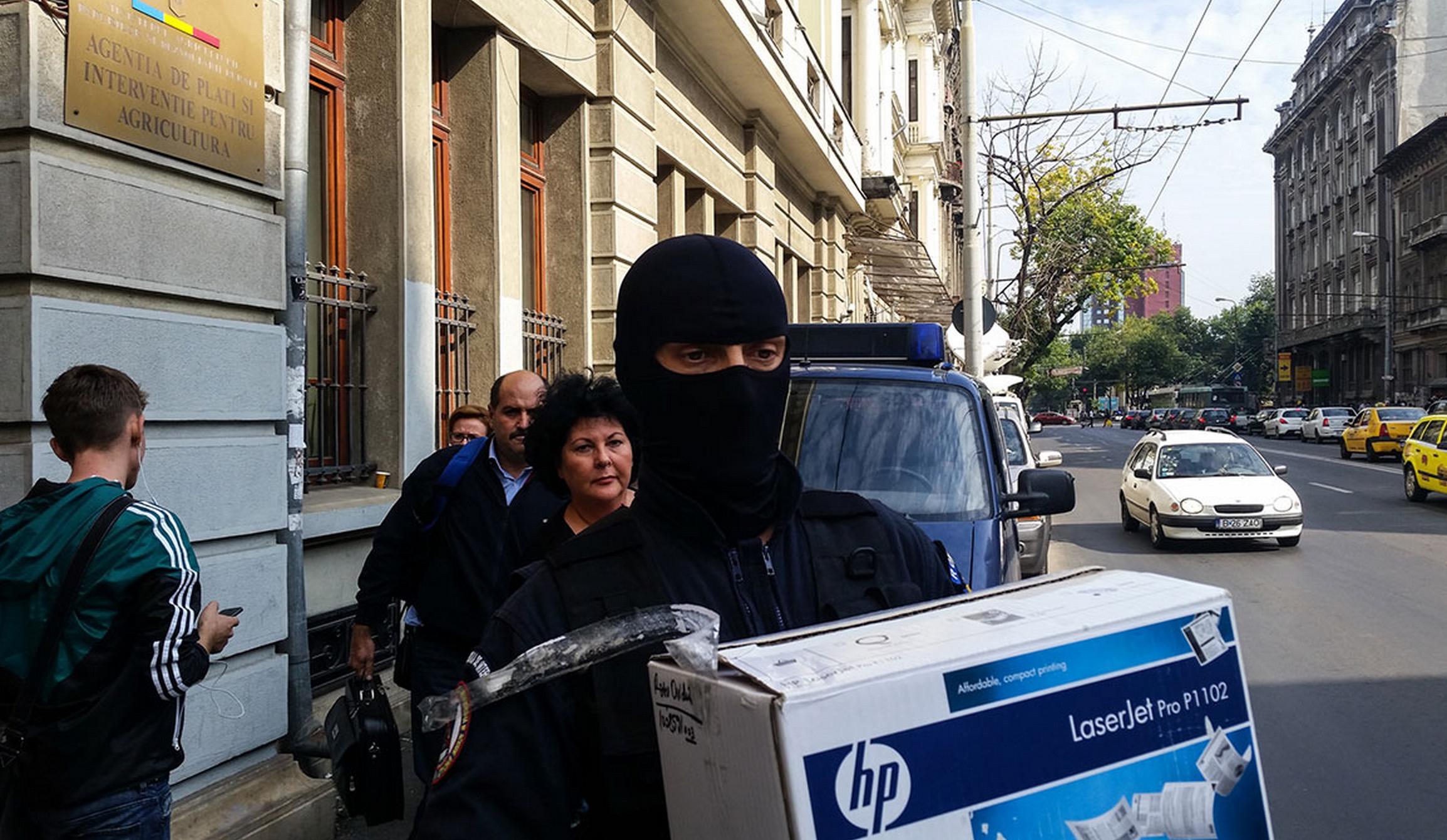 Румънски спецчасти обискират агенцията APIA, снимка: Ana Poenariu/RISE Project.