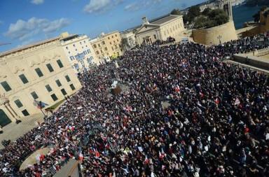 """Протести в Малта с искане за оставка на премиера след разкритията на """"Панамските досиета"""""""
