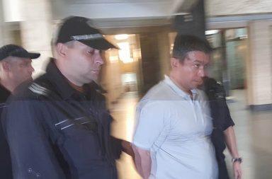"""""""Килъра"""" Олег Попов, зет на полицейска шефка в Съдебната палата"""