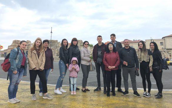 Литературният конкурс на Център Алеф създава бъдещи водачи в обществото  Ученичка от Бургас ще представи България на форум за млади лидери в Израел