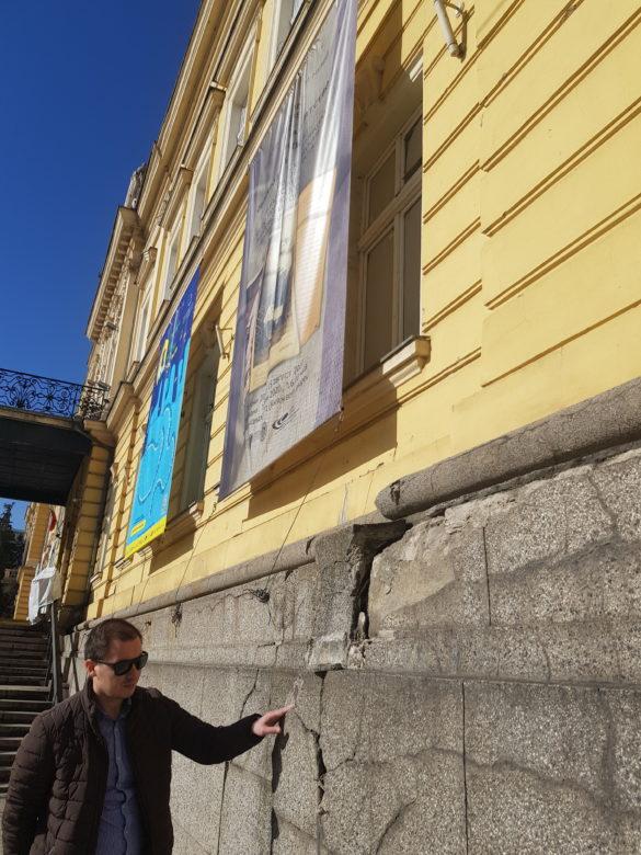 """Фоторепортаж на """"Биволъ""""   Кой руши Царския дворец в сърцето на София"""